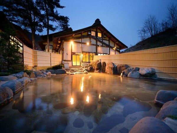 大浴場とよさわの湯(露天)何度でも入りたくなるお風呂は夜になるとまたその表情を変えます。