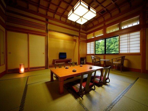 一間:和室15畳の一間タイプ。格式高い格天井のお部屋で、ごゆっくりとお寛ぎくださいませ。