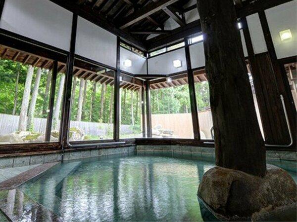 *【温泉:内風呂】大浴場は、青森ひばや、ひのきをつかった落ち着いた雰囲気です
