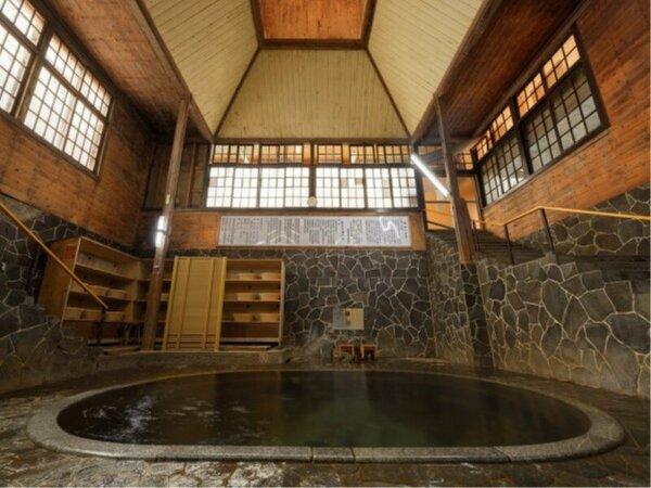 隣接、藤三旅館の「白猿の湯」(混浴・女性時間帯あり)日本一深い自噴岩風呂