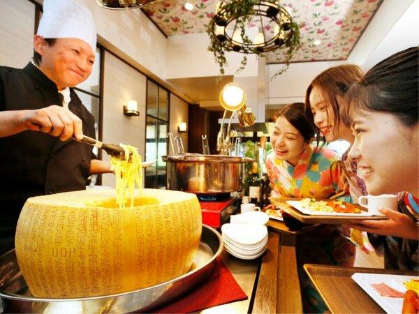 【朝食バイキング】とろ~りチーズを絡めたパスタをシェフが目の前で調理♪