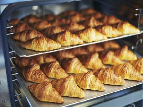 朝食ブッフェ焼きたてパン(イメージ)