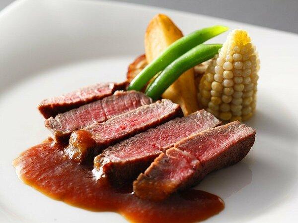 芳醇な旨みが口の中いっぱいに広がる淡路牛のステーキ ≪料理イメージ≫