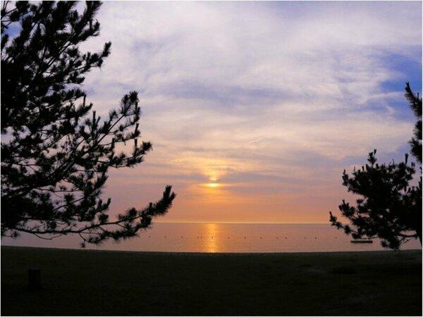 【日本の夕陽百選】名勝 慶野松原(夕日:浜辺からの眺望)