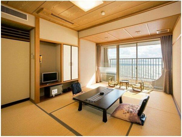 和室10畳:広縁はありませんが、オーシャンビューのお部屋です。