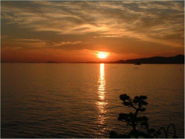 銀波荘よりご覧いただける朝陽です。