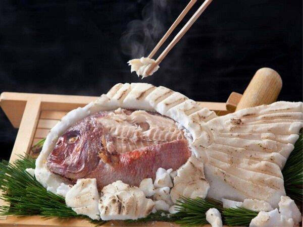 ■鯛の塩釜グルメ会席・赤穂の塩で包みじっくり蒸し焼きにした鯛は遠赤外線効果でふっくら美味♪