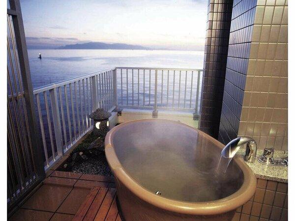 客室付の露天風呂です。渚館(一例)