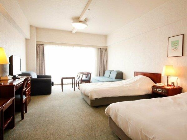 【ツインルーム】(35平米)広々としたお部屋に、お人数に応じてエキストラベッドをご用意致します。