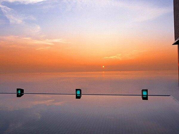 【天宮の雫】海・空・湯に溶け込むように浸かる露天風呂からの日の出は一見の価値あり