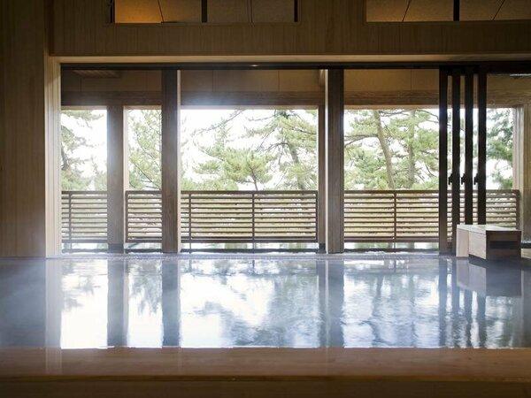離れスパ「海音の森」大浜海岸を望むオープンエアの浴槽