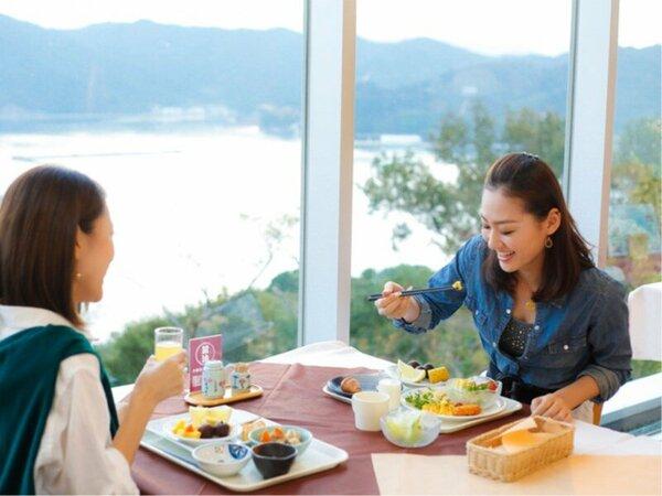 和食 洋食 焼きたてパンやデザートも充実♪ 朝食も地元の素材にこだわったバイキング。