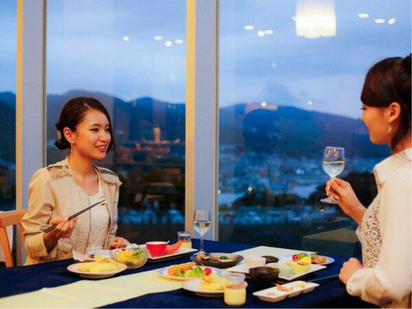 福良湾を望むレストランでディナータイム