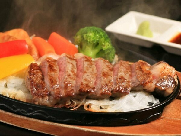 質がきめ細やかで、肉そのものの美味しさを味わえる淡路牛ステーキ150gをご用意いたします