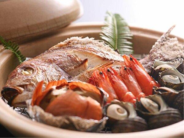 【鯛の宝楽焼】 土鍋で鯛を蒸し焼きに。素材の旨みを生かすには「蒸す」が正解!