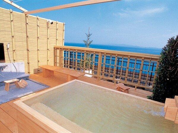 """【貸切露天風呂""""夢風泉""""】 海上50mの高さに浮かぶ空に近い貸切風呂。3000円/50分。"""