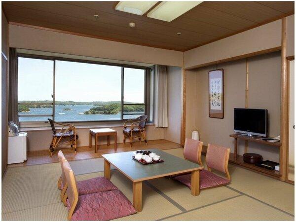 ~燦陽(さんよう)棟 客室一例~ 緑の庭園越しに見る英虞湾の景色を眺めながら、ゆっくりとお寛ぎいただけ