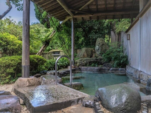 自然に囲まれてリラックス、庭園露天風呂