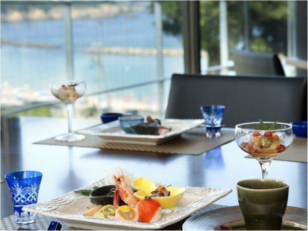 お料理は鮮度が命。新設の食事処にて温かい物は温かい内に、冷たい物は冷たい内に召し上がって頂けます。