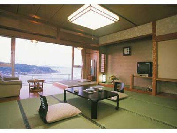 鳥羽湾一望の眺めがよいお部屋です。