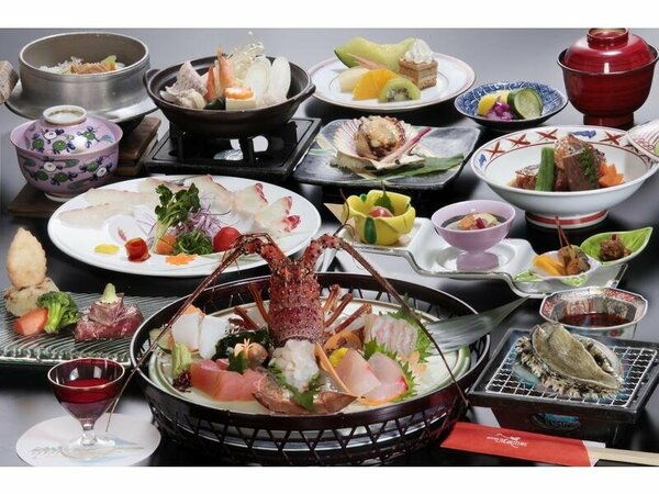 料理の一例(イメージ)伊勢海老姿造り1尾・鮑おどり焼付の豪華料理(おとなのみ)