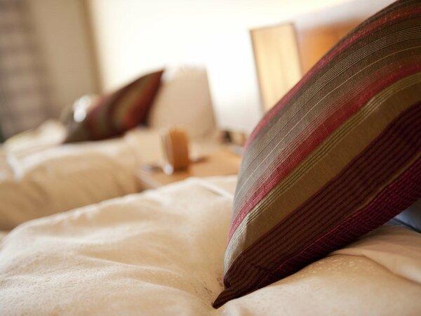 〈露天風呂付プレミアムルーム〉シモンズベッドで、最上級の眠りといい目覚めであなたの一日が変わります。