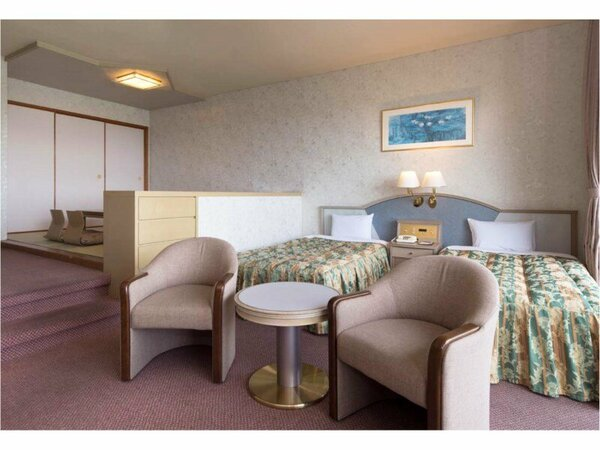 〈和洋室〉42.8平米の広々としたお部屋でのんびりとお過ごしくださいませ♪喫煙ルームです。