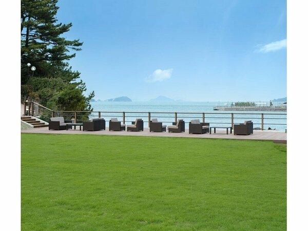 【庭園「潮香のテラス」】鳥羽湾の織り成す風景とともに贅沢なお時間をお過ごしください。