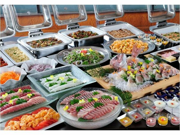 料理の一例(イメージ)伊勢海老味噌入り漁師鍋や牛ヒレステーキも食べ放題!