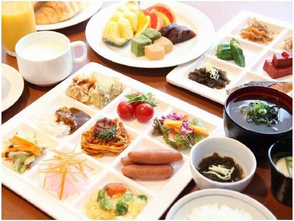 【朝食】6:30から10:00。和食・洋食・中華のビュッフェスタイル。1階カフェレストラン「ラベンダー」