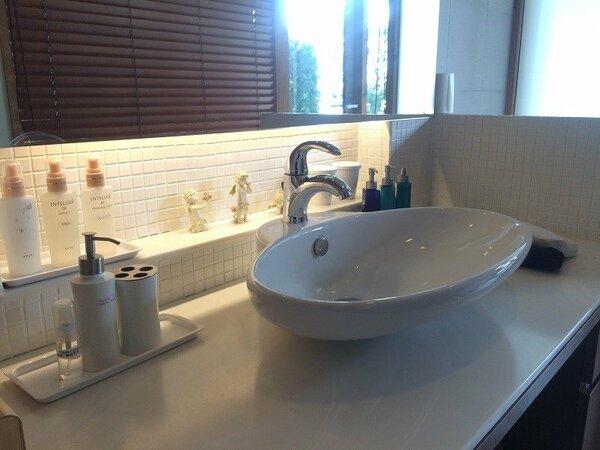 清潔感のある洗面台 女性の方にも嬉しいアメニティ類も完備しております。