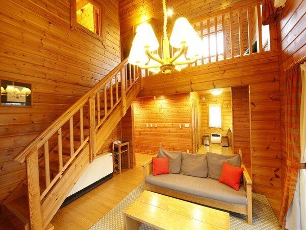 【コテージ】2階建てのコテージは、温かみある総木材のフィンランドログハウスです。