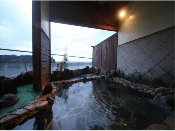 【貸切露天風呂】よりプライベートな空間で湯浴み
