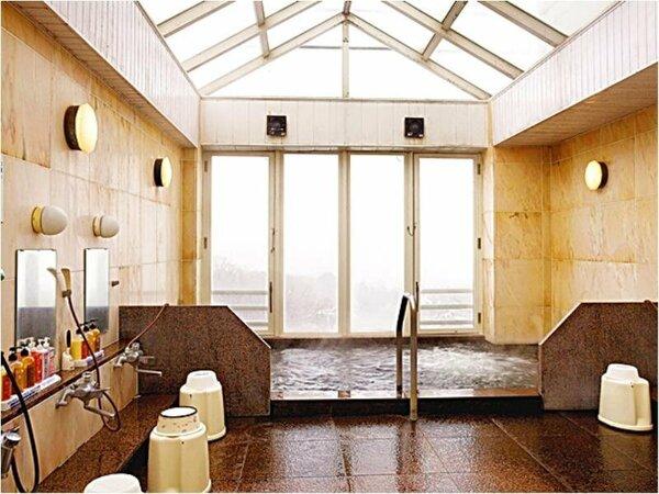 小諸温泉「ブルースカイ」。湯量豊富な自家源泉が旅の疲れを癒してくれます。