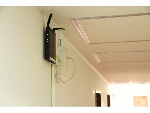 光回線で各階に無線ルーターを設置。館内どこでもWi-Fiでインターネット出来ます