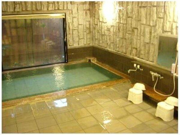 当ホテル自慢のラジウム人工温泉大浴場です。ゆったりと足を伸ばして1日の疲れを癒してください。