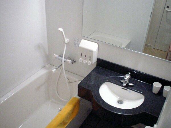トイレは別。浴槽は少し大きめ