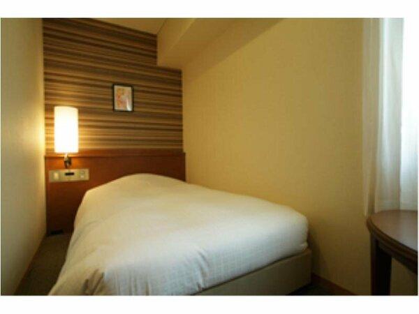 エコノミーシングルルーム。ベッドサイズ 111cm×197cm