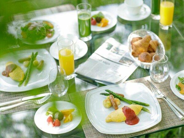 心地よい風を感じながら「テラス席」でのご朝食