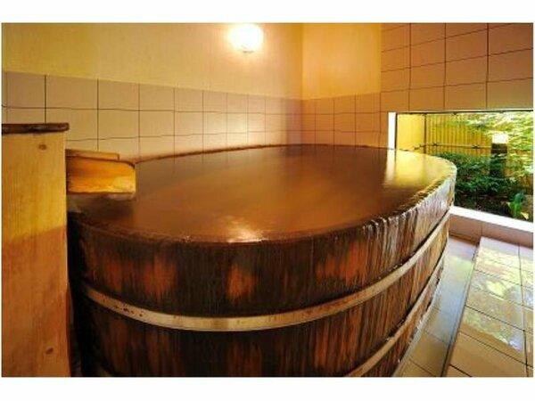 樽湯貸切家族風呂「ぬくもりの湯」家族みんなでのんびりお楽しみくださいね。(時間の予約制)