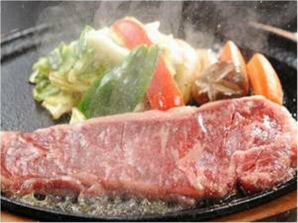 150gの国産牛ステーキは、やわらかくジューシー!!