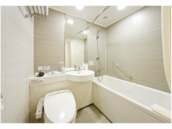 【浴室】広めの浴槽なので、お湯をためてリラックス♪寛ぎのバスタイムはいかがですか?
