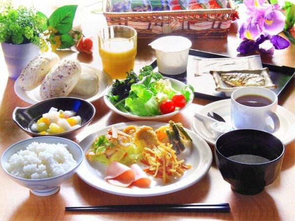 バイキング朝食 -さまざまな朝食のスタイルに合った温かい料理を提供いたします。-
