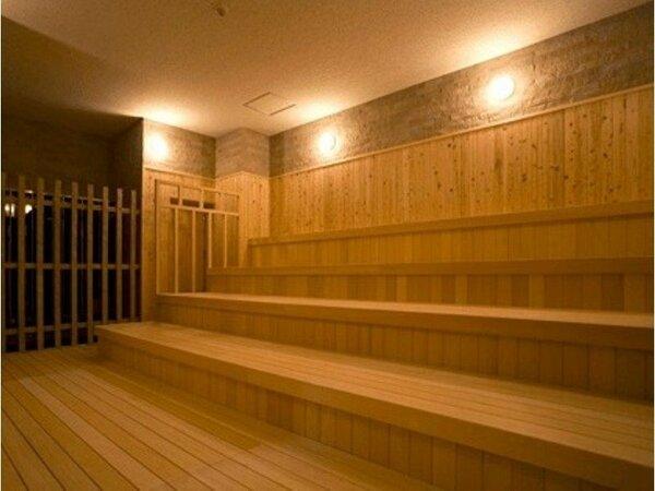 遠赤外線の輻射熱を利用して発汗を促し、快適な入浴をしていただけるよう90℃に設定したドライサウナ。