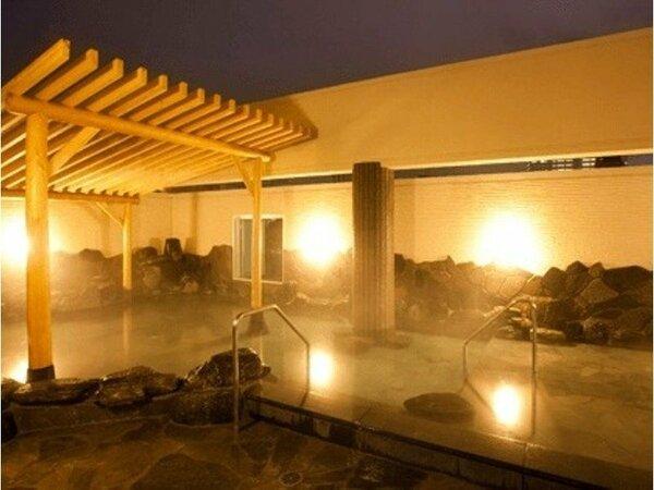 仙台市中心部でNo.1の広さを持つ、当館自慢のゲルマニウム鉱石を使った露天風呂!