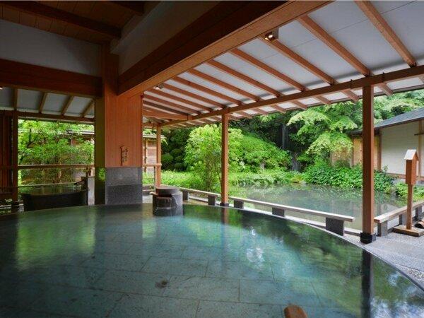 湯量豊富な大浴場『月宮殿・満月風呂』