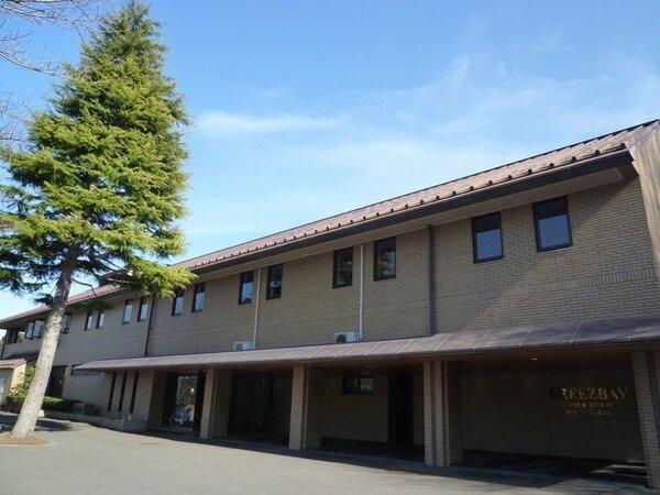 ホテル全景、高台に位置し松島を一望のロケーションを、お楽しみ下さいませ。