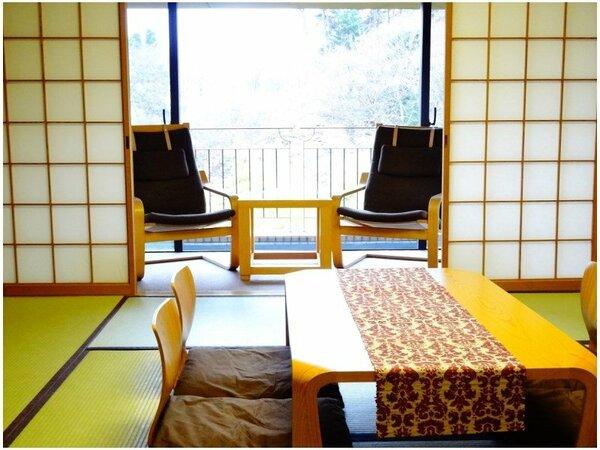 和室10畳+2畳ご家族、ご友人との旅行に人気の広々としたお部屋です。
