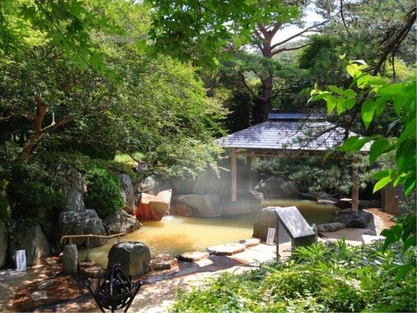【露天風呂】大自然に囲まれた露天風呂「篝火の湯」