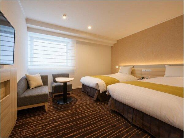 【スタンダードツインルーム】シモンズ製 幅120センチのベッドが2台。お部屋はゆとりの24平米